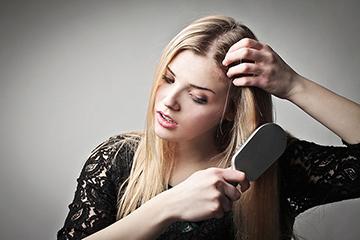 Najtypickejším znakom ohniskovej alopécie je lokálna strata vlasov na  hlave. Obliekacie oblasti sú niekoľko a ich veľkosti sú variabilné. 86bd660a2e0